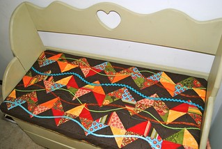 Zig Zag Wave Cushion | by Quilties