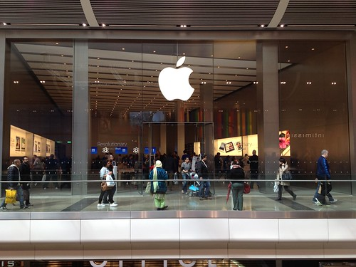 Annoyingly busy Apple store in Stratford Westfield   by Kai Hendry