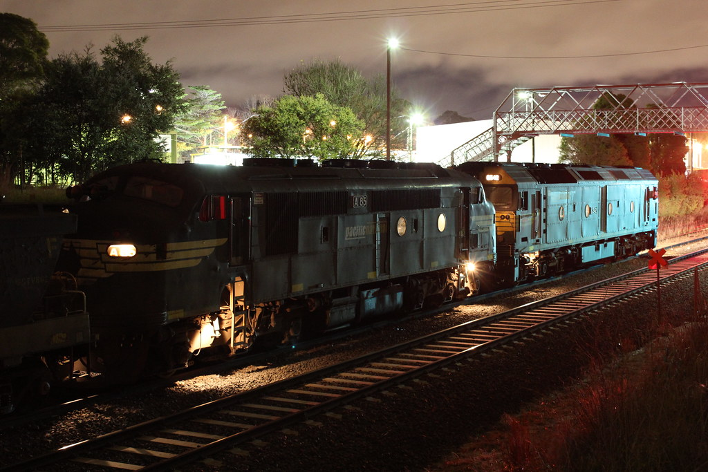 A85 and G542 sit at Ballarat East waiting for XR552 and G527 to reach Maryborough by bukk05