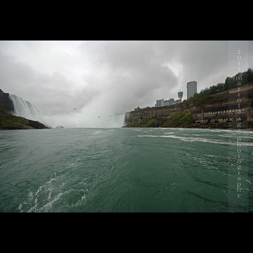 trip cliff mist fall water rain square niagarafalls boat waterfall wideangle horseshoefalls niagarariver rainyweather thegalaxy canadianside