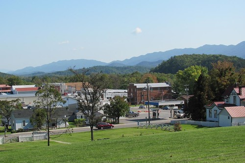 buildings newcastle virginia town village openspace population elevation birdseyeview distant appalachianmountains inclusive countyseat craigcounty comprehenxive