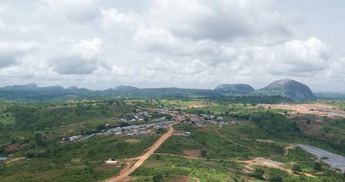 africa rock village westafrica nigeria 60mm kap monolith kiteaerialphotography afrique abuja autokap asorock federalcapitalterritory 7rokkaku wwkap2012