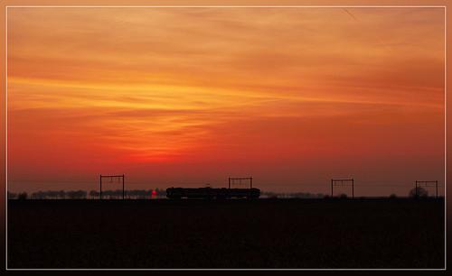 sunset train soleil zonsondergang trein nmbs sncb am62 am63