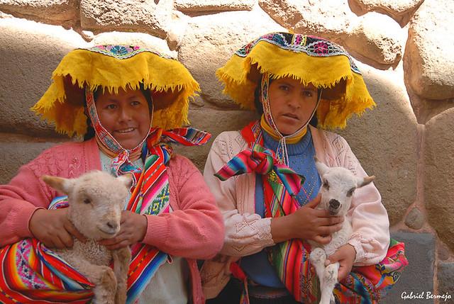 Color y folklore, la esencia del Perú