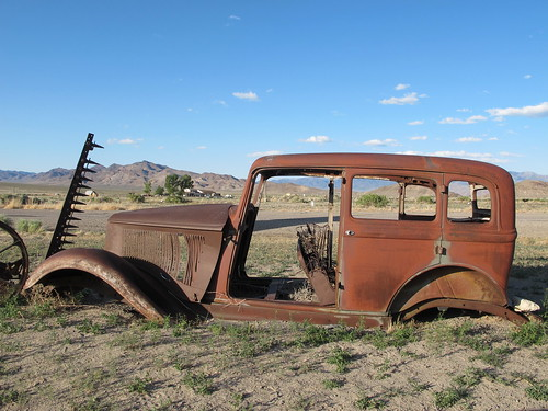 Middlegate, Nevada: Car in the parking lot | by mormolyke