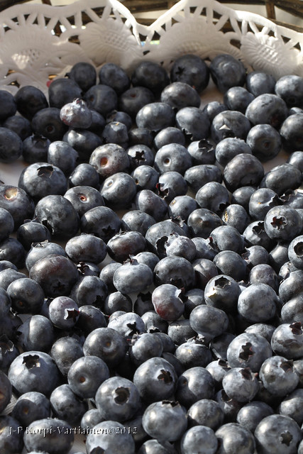 Garden berries from the Province of Northern Savonia - Basketful of blueberries - Pensasmustikoita