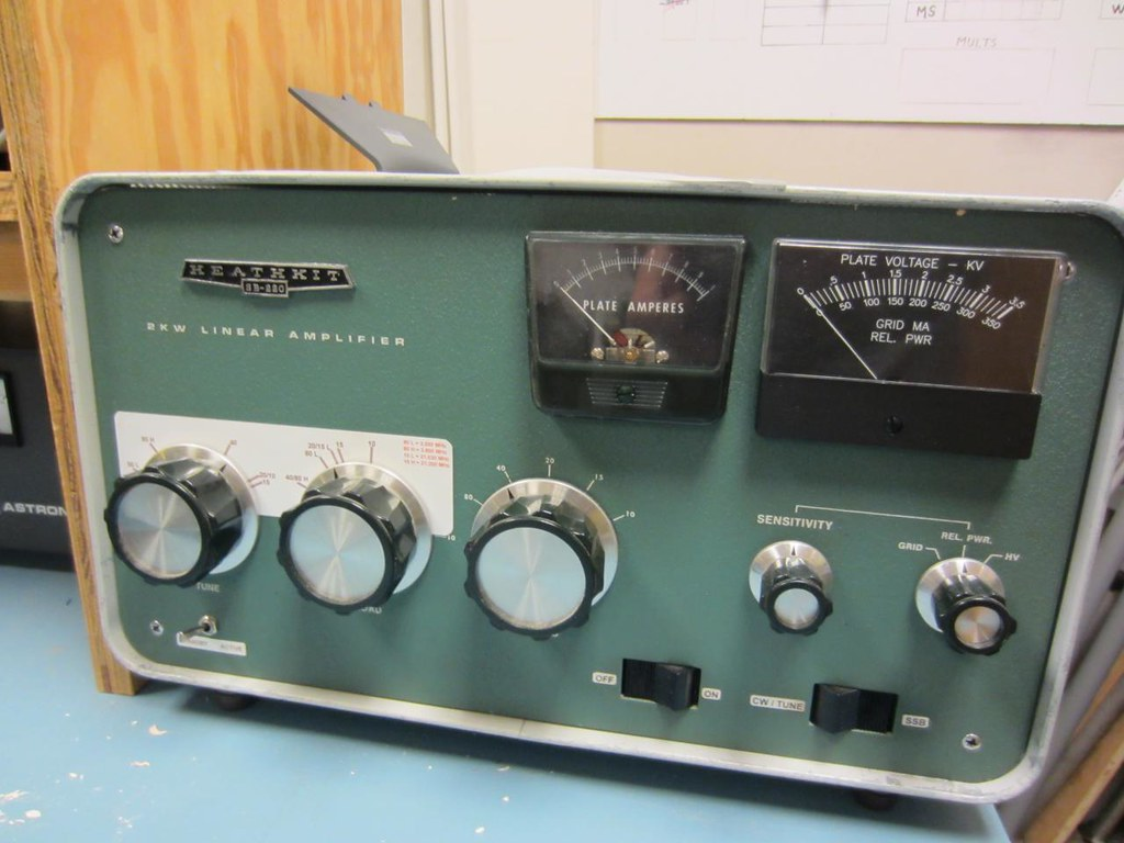 Heathkit SB-220 | Uses 2x 3-500z tubes   only putting out ab