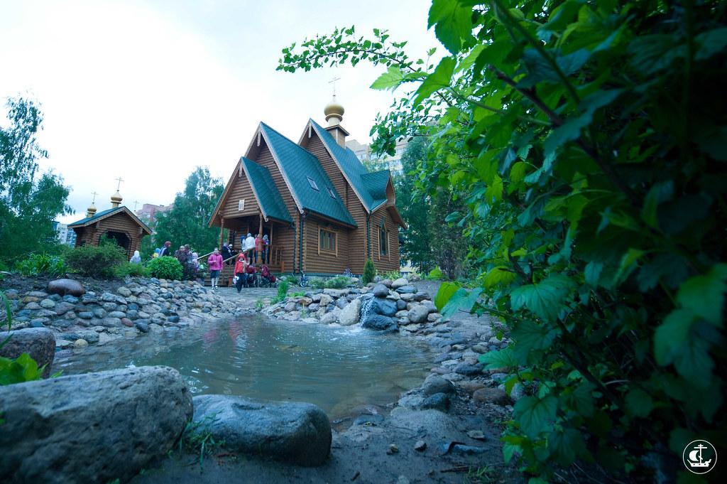 2 июня 2012, Божественная Литургия в храме равноапп. Константина и Елены