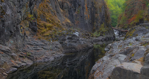 reflection water river canyon eatonville mashelriver 1riverat matthewreichel