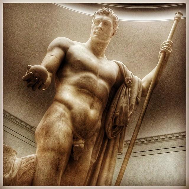 Ball holder in Milan #pinacotecadibrera #milano #milan #art #art #sculpture