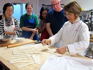 rosetta showing us how to make the maccheroni larghi