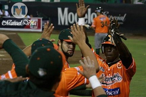 IMG_0617 Pericos de Puebla vs Leones de Yucatán (1er J Serie) Temporada 2012 LMB por Mv Fotografía Profesional –Manuel Vela y Lyz Vega- / www.pueblaexpres.com