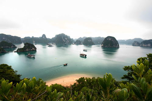Halong Bay | by indii.org / Lawrence Murray