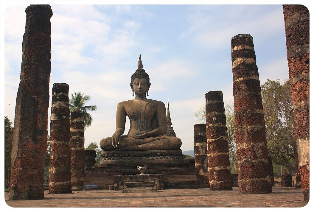 sukothai sitting buddha