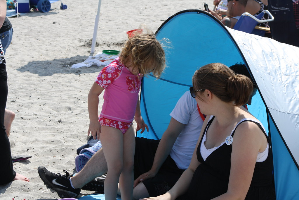 the best attitude 25d70 3dcb2 Our SWEET Ikea pop-up beach tent. B and a half to fold dow ...
