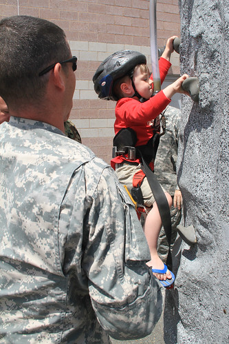 Soldiers Perform Community Service In Loudon County Area