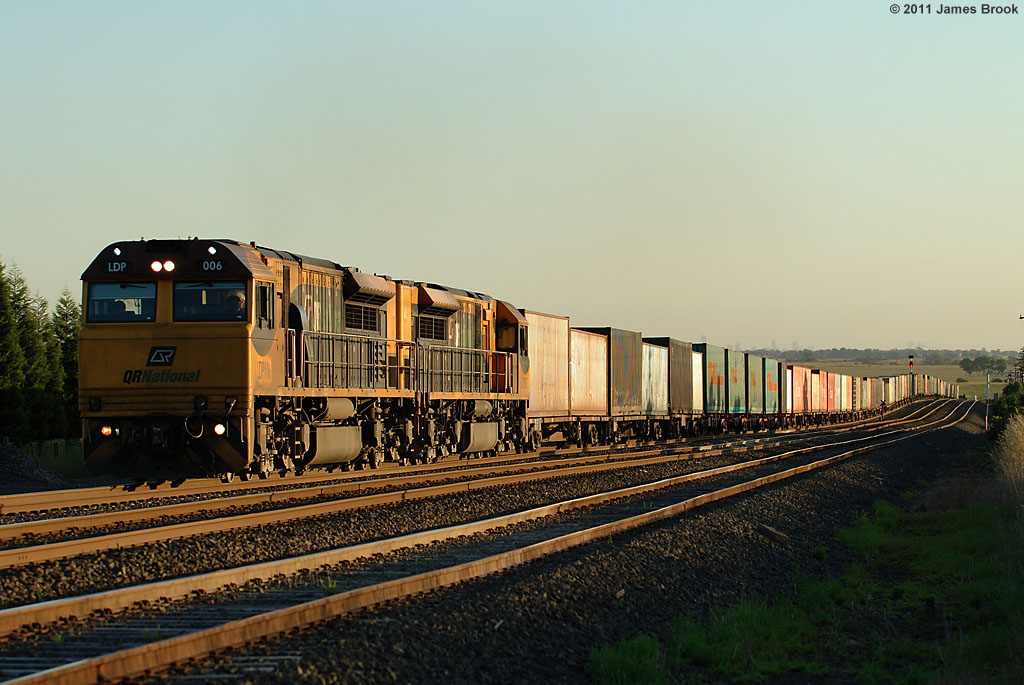 LDP006 and LDP005 at Beveridge with 5MB7 by James Brook