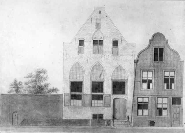 Afbeelding van de gevel van het vroegere St.- Laurensgasthuis aan de Neude – hoek Vinkenburgstraat te Utrecht. Dit was de achteringang van het St.-Barbara- en Laurensgasthuis aan de Oudegracht bij de Stadhuisbrug te Utrecht. N.B. Op de plaats van deze huizen staat het pand dat gebouwd is als koetshuis bij het pand dat sinds 1917 het adres Oudegracht 158 heeft. C. Osterman, 1834. Coll. Het Utrechts Archief.