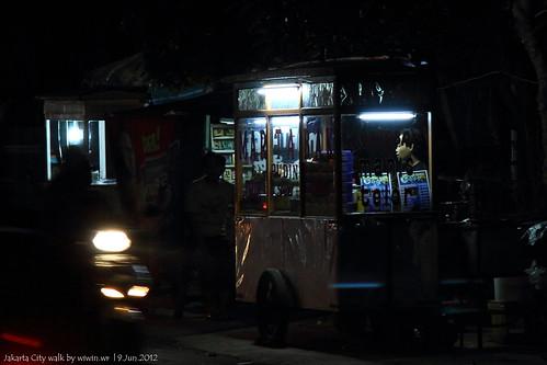 streetphotography nightphoto notripod 2012 landscapephotography handheldnightshot efs1785mmf456isusmlens canoneos60d noflashnightphoto handheldnightphoto jakartanightwalks jakartacitywalks