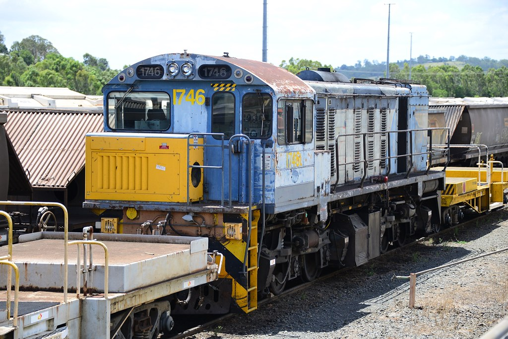 20140127 1746 in old QR blue at Willowburn Toowoomba by westernthunderer