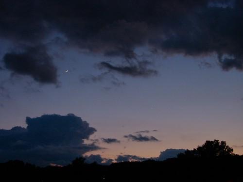 sunset venus massachusetts luna photoaday cloudysky westspringfield sicklemoon ahobblingaday thestormbrokeup