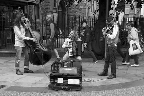 In harmony: busking in Oxford, England | by Dai Lygad