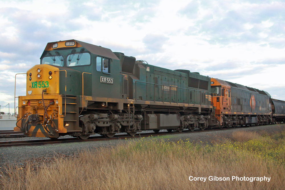 XR553 & BL32 wait to depart from Thompsons Road by Corey Gibson