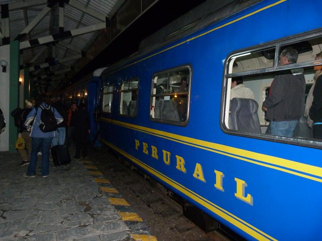 Foto del tren de Perurail con el que se puede llegar a Machu Picchu