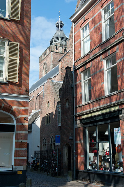 Gezicht op de Buurkerk, waar Sarah Sibilla Verdion begraven werd, genomen vanaf het Buurkerkhof. Foto: Anna van Kooij.