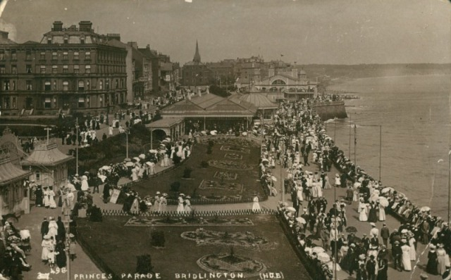 Princes Parade from south, Bridlington, c.1914 (archive ref PO-1-20-77)