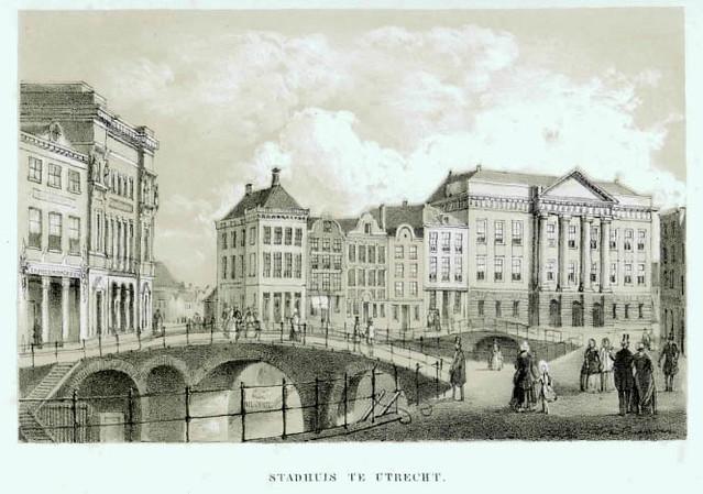 Gezicht op de Oudegracht te Utrecht uit het zuidwesten met de Bezembrug; links de Winkel van Sinkel en op de achtergrond de huizen aan de Stadhuisbrug met het stadhuis. Prent uit een serie, aangekondigd als advertentie in de Utrechtse Provinciale en Stadscourant van 1853, nr. 32 (advertentie nr. 1135) en nr. 61.  Coll. Het Utrechts Archief.