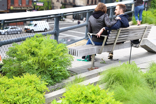 Couple dating on the High Line New York