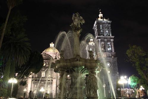 Fuente de San Miguel Arcangel y Catedral de Puebla  -  Puebla - México