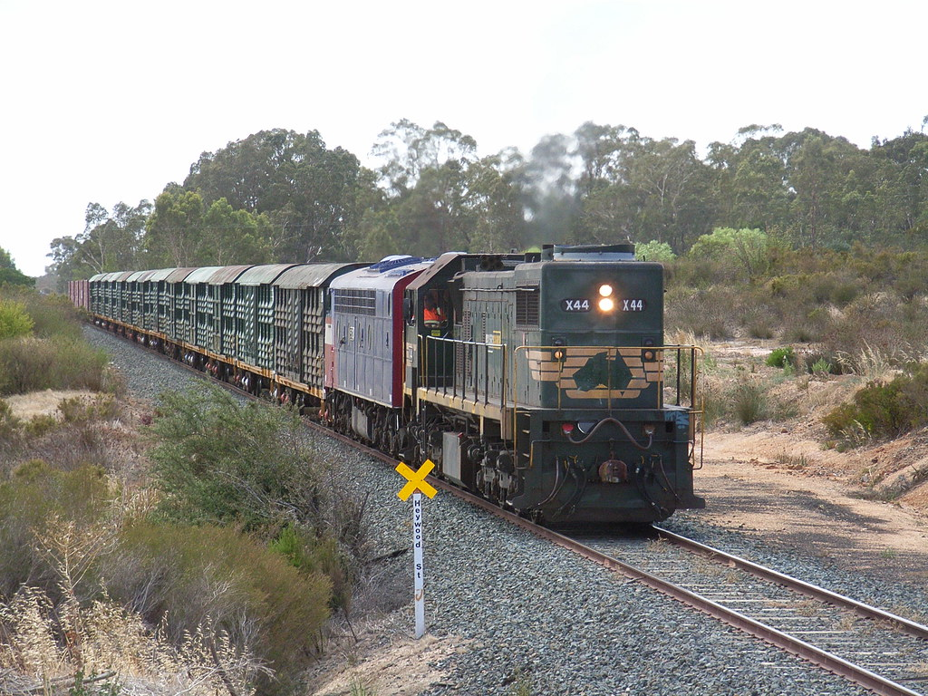 X44 and S302 roll up through White Hills on 9084 by bukk05