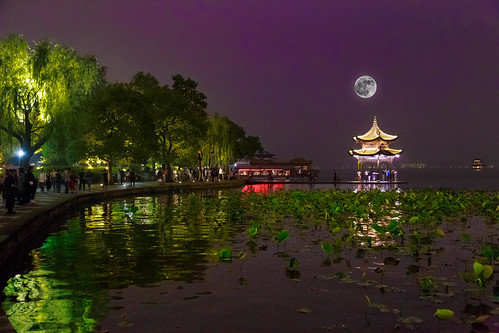 china road moon lake west building water weather skyline architecture landscape outdoor dusk chinese structure lakeside clear westlake infrastructure hangzhou waterhyacinth