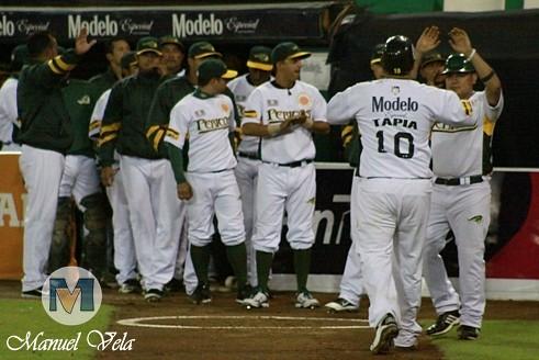 IMG_0726 Pericos de Puebla vs Leones de Yucatán (1er J Serie) Temporada 2012 LMB por Mv Fotografía Profesional –Manuel Vela y Lyz Vega- / www.pueblaexpres.com