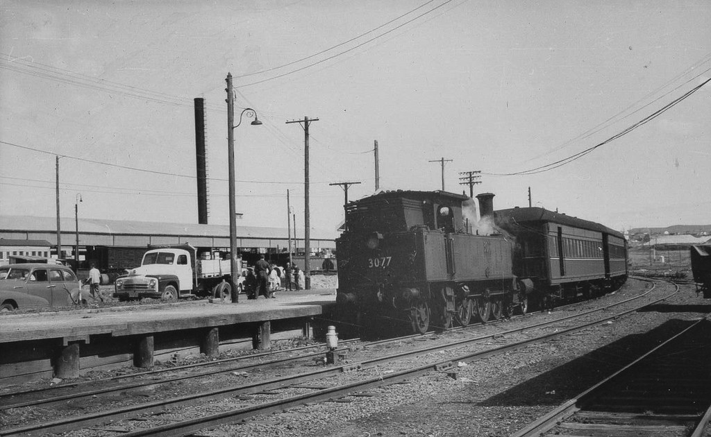 3077 on local passenger at Cringilla Station by Tim Pruyn