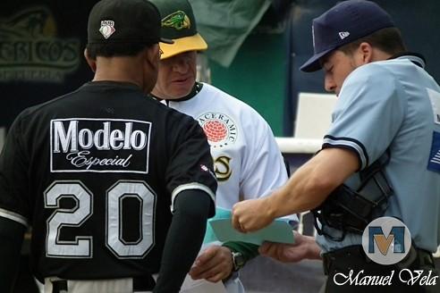 DSCF0042 Pericos de Puebla vs Guerreros de Oaxaca (1ero y 2do J Serie) Temporada 2012 LMB por Lyz Vega – Manuel Vela para Mv Fotografía Profesional / www.pueblaexpres.com