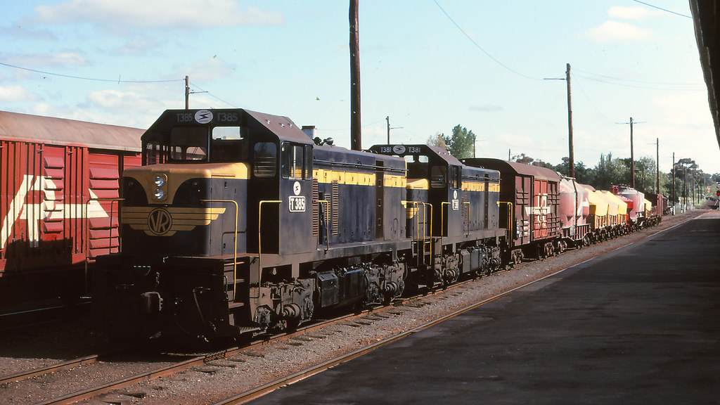 VR_BOX045S15 - T385, T381 at Maryborough by michaelgreenhill