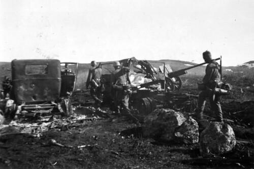 Vandring mot Liza etter at bombeflyet Stuka har ødelagt det russiske batteriet