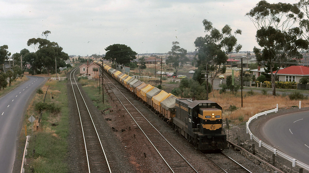 VR_BOX036S20 - T359 at Cragieburn by michaelgreenhill