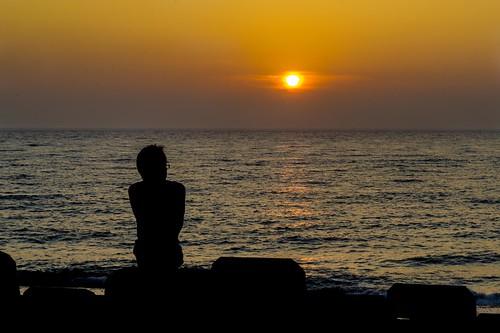 ocean sunset sun man water silhouette japan asia human geotag komatsu 2011 ishikawaken bo47 ishikawaprefecture bonielsen nikond3s komatsushi atakamachi