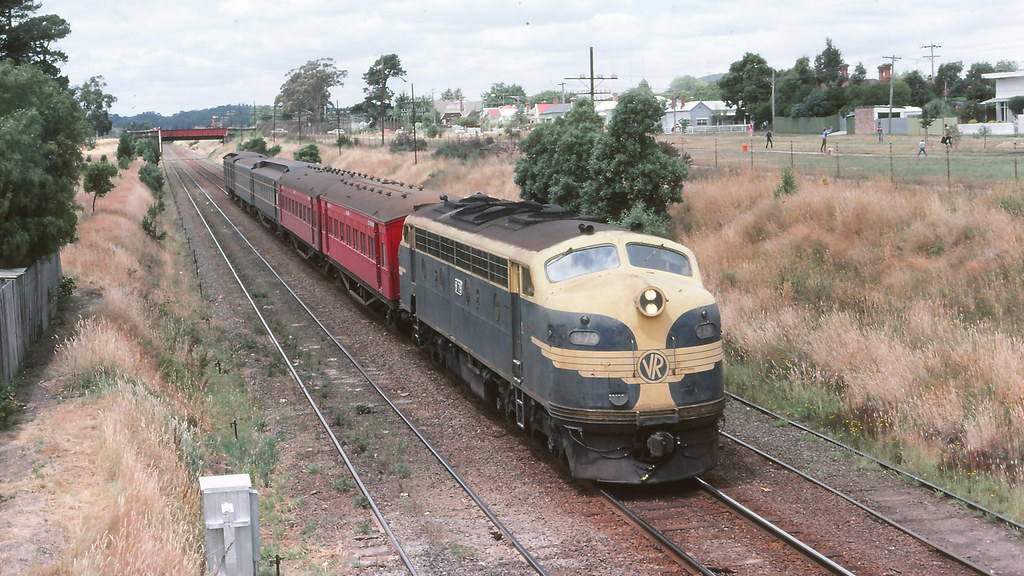 VR_BOX037S19 - B79 at Ballarat East by michaelgreenhill