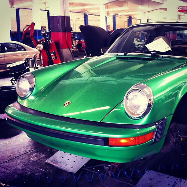 911S (1975) frog eyes porsche classic car