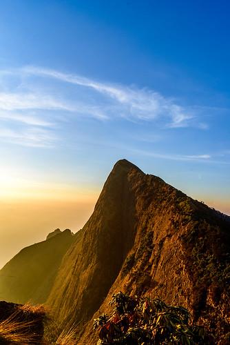 mountain sunrise hill earlymorning hills munnar goldenlight clubmahindra kolukkumalai nikond600 sigma240700mmf28 clubmahindramunnar
