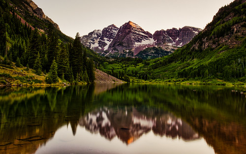 pictures trees sunset people mountains reflection green nature beauty canon landscape photography colorado couple day photographer scenic neil clear 7d co aspen maroonbells tobyharriman
