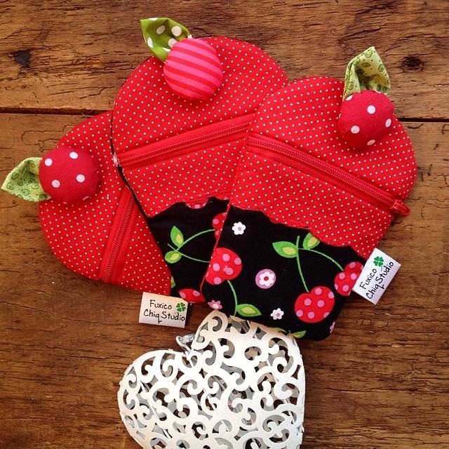 porta moedas Cupcake Sexta feira... Que seja doce!❤️ #handmade #patchwork #sewing #cupacake #red #adorovermelho #love#tissu #tecido #craft #coração #cereja