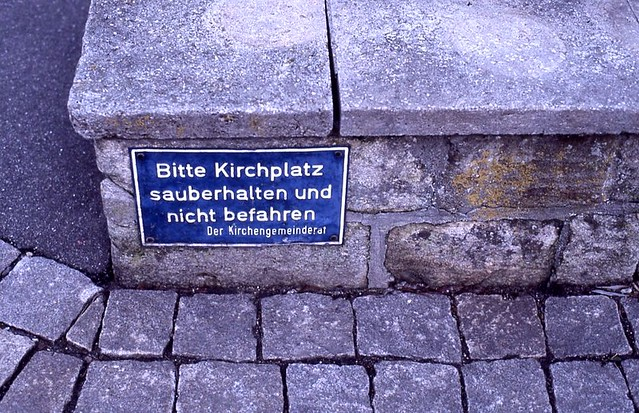 Sauberer Kirchplatz / Clean Churchyard