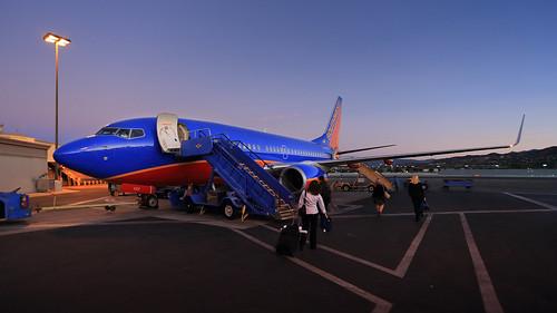 california morning dawn losangeles airport aerial burbank boeing737 bobhopeairport
