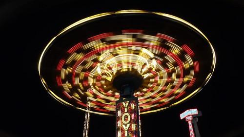 """Yoyo"" ride at night in motion!"